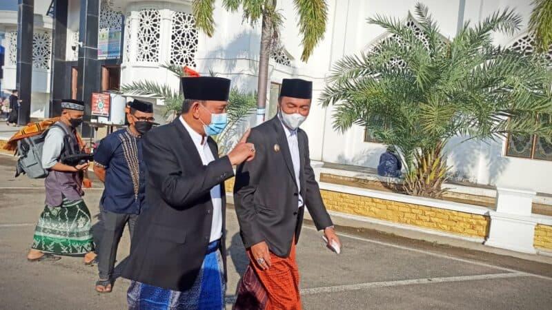 Bupati dan wakil Bupati Wajo, menghadiri pelaksanaan shalat idul adha di masjid Ummul qur'a Sengkang (foto : Edy)