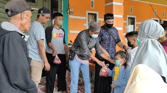 At Taubah peduli - jurnalis Wajo membagikan hewan kurban kepada anak yatim dan kaum dhuafa