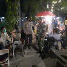 Aparat Polres Wajo dan Kodim 1406 Wajo, patroli bersama cegah gangguan Kamtibmas dalam PPKM (foto : istimewa)