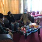 Camat tempe menerima kunjungan pengurus SAMAWASTRA di ruang kerjanya
