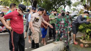 Bupati Wajo Perintahkan Semua Camat dan Lurah-Kades Tetap Siaga Lakukan Penanganan Banjir