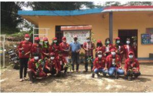 Lestarikan Lingkungan, UKI Toraja Bagikan Ratusan Bibit Buah-buahan ke Masyarakat