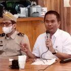 Kepala Kantor Pertanahan Kabupaten  Wajo, Samsuddin (baju putih) saat menggelar Jumpa pers (foto : Gus)